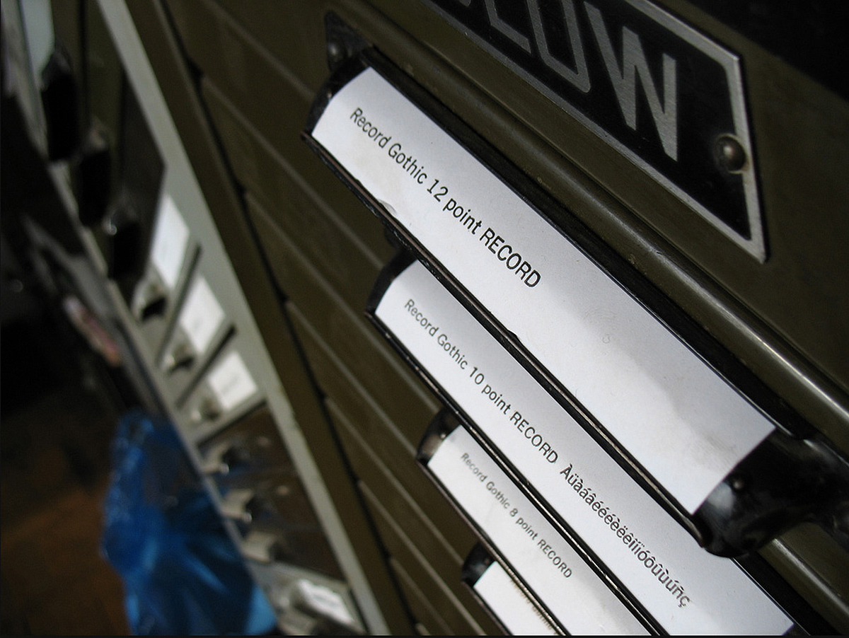 Record Gothic Extra Condensed créée pour la Ludlow Typograph & Co