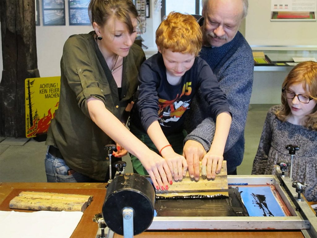 Guido Lengwiler screenprint workshop ( Gutenberg museum - Freiburg, Suisse)